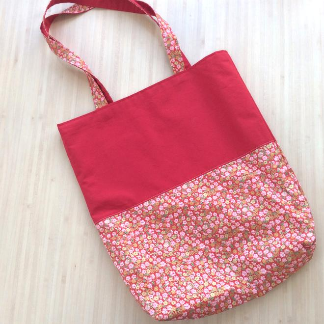 Un Tote Bag fleuri