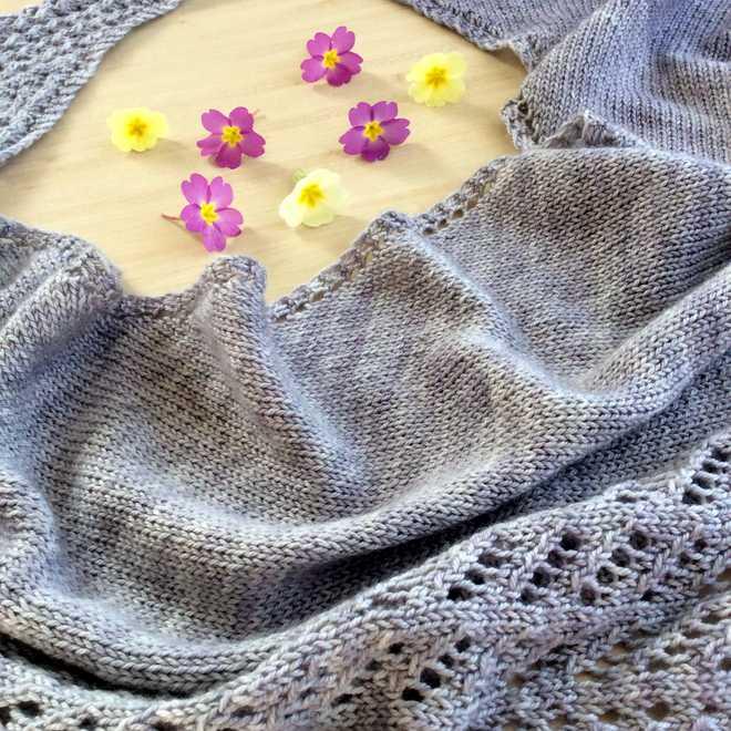 Kettricken et sa jolie dentelle de tricot, des mailles faciles accessibles à toutes les tricoteuses