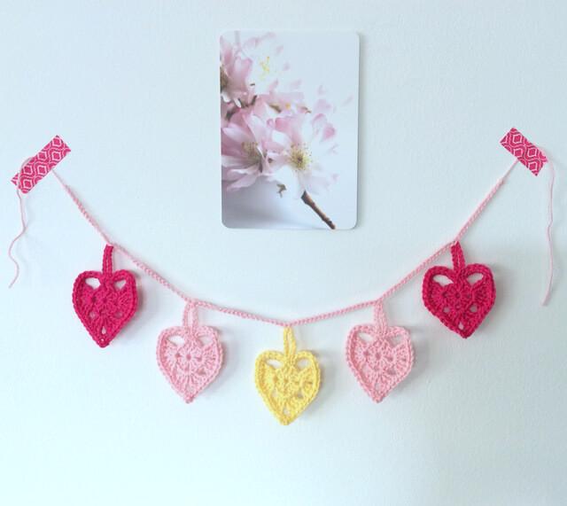 guirlande de coeurs roses