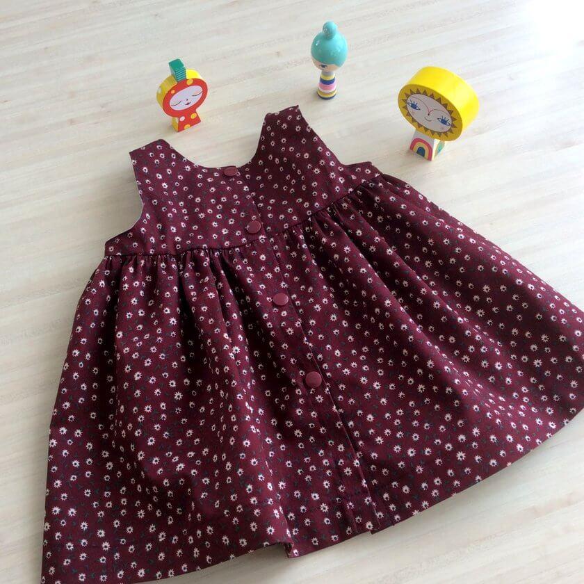 Une robe froncée tellement mignonne pour nos bébés !