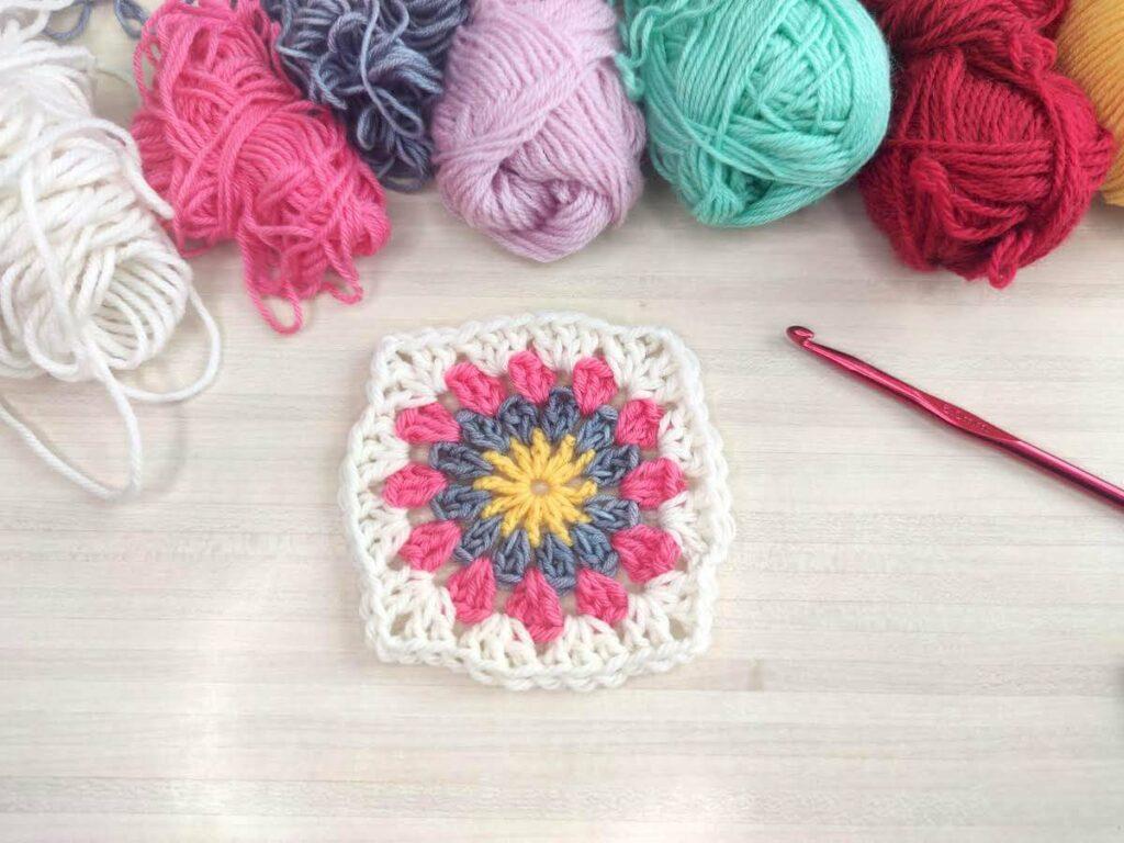 rétro granny pour crocheter une couverture en restes de laine