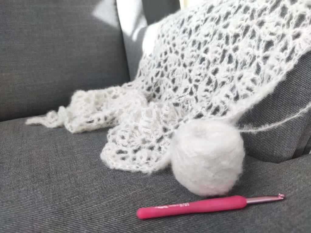 echeveau de laine arcoiris yarns châle elise au crochet