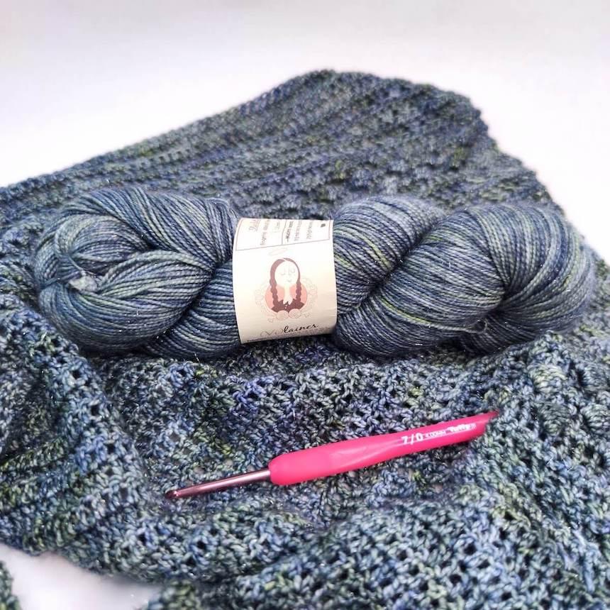 écheveau de laine Vilaines pour crocheter un châle
