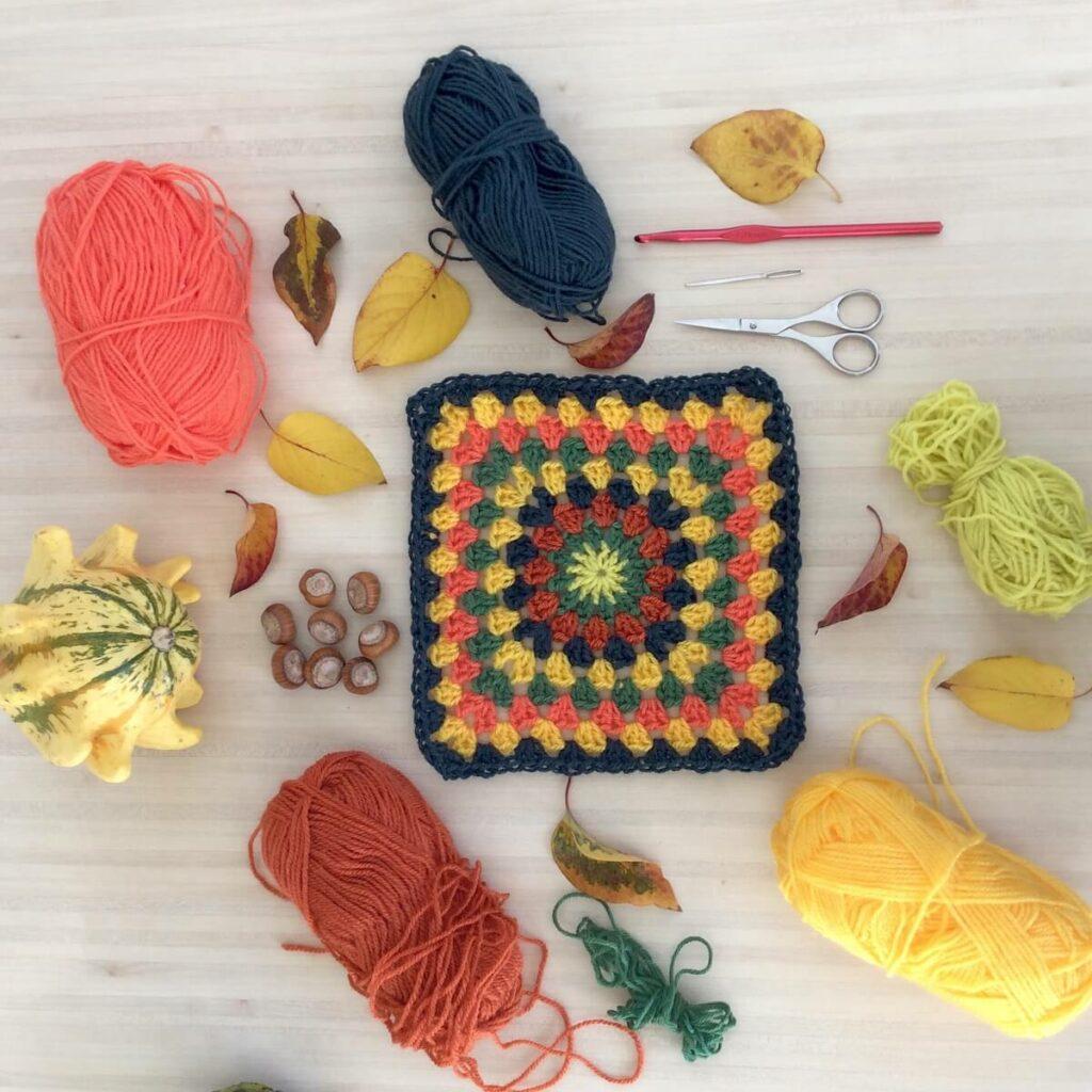 Crocheter un granny thème automne