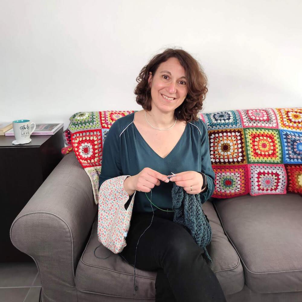 sac nomade, sac à tricot pratique pour mettre sa laine et tricoter et patron de couture femme blouse suun de p&m patterns