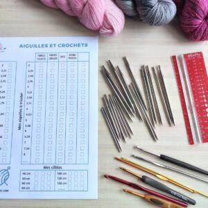 Mémo pour faire l'inventaire de son matériel de tricot et de crochet. Un tableau avec les numéro d'aiguilles